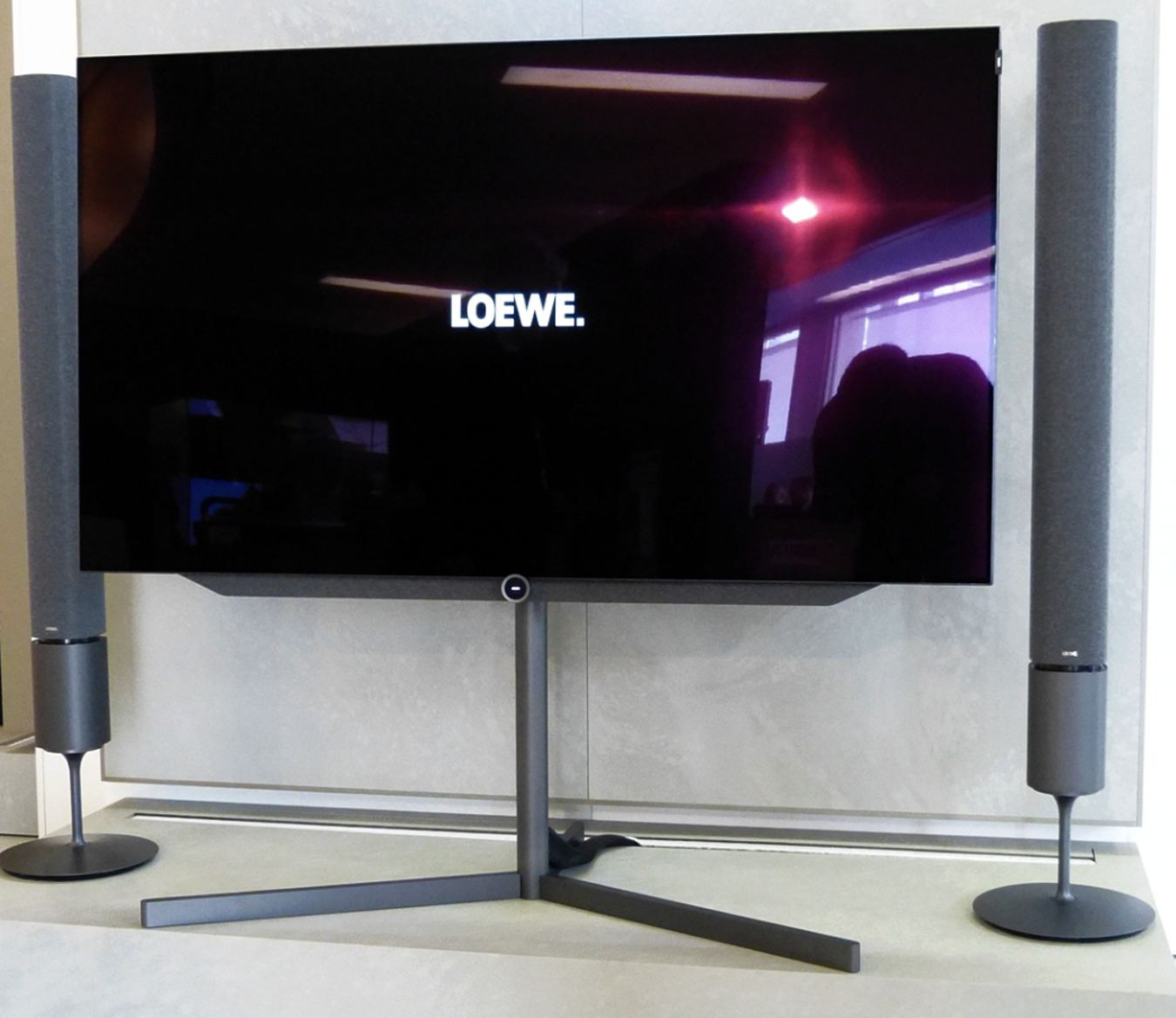 loewe bild bild 7 oled loewe fernseher. Black Bedroom Furniture Sets. Home Design Ideas